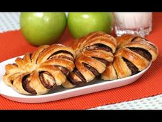 Nutella Striped Bread - the easiest and most beautiful snack, breakfast or brunch! Only 3 ingredients: crescent roll, Nutella, and an egg. Watch our video! Breakfast Dessert, Breakfast Recipes, Dessert Recipes, Brunch Recipes, Breakfast Ideas, Dessert Ideas, Braided Nutella Bread, Braided Bread, Nutella Crescent Rolls