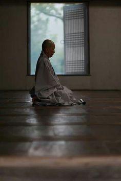 Seon(Zen) Meditation One of the Buddhist practices of mind. Zen Meditation, Meditation Meaning, Buddhist Monk, Buddhist Art, Freedom Is A State Of Mind, Top Photos, Lotus Sutra, Buddhist Practices, Buddha Zen