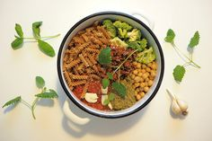 Pitsiniekka | One Pot Vegan Pasta Vegan Pasta, One Pot, Chana Masala, Pesto, Cooking, Ethnic Recipes, Food, Kitchen, Stew
