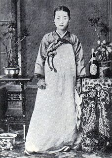 Kisaeng instructor in 1900