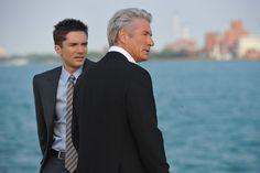 Still of Richard Gere and Topher Grace in Misión secreta (2011)
