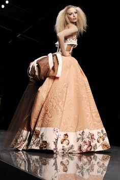 Christian Dior at Couture Spring 2009 - Runway Photos Jhon Galliano, Christian Dior Couture, Dior Fashion, French Fashion Designers, Orange Fashion, Dress To Impress, Glamour, Style Inspiration, Gowns