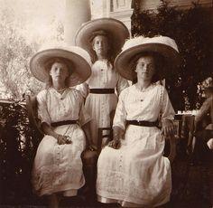 Tatiana, Maria y Olga
