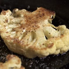 Reah Drummond: 1 head cauliflower 2 teaspoons vegetable oil 2 cloves garlic, minced 2 tablespoons soy sauce Juice of 1 lime (or a splash of rice wine vinegar) 2 green onions, sliced 1 tablespoon Sriracha or other hot sauce, plus more if needed Ww Recipes, Vegetable Recipes, Low Carb Recipes, Vegetarian Recipes, Cooking Recipes, Healthy Recipes, Recipies, Cauliflower Steaks, Cauliflower Recipes