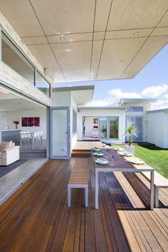 Modern Deck Design Ideas, Pictures, Remodel and Decor Modern Patio Design, Modern Deck, Deck Design, House Design, Haus Am See, Indoor Outdoor Living, Outdoor Dining, Dining Area, Decoration Design