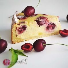 Grossmutters Kirschkuchen mit Quark Cherry cake with quark the optimal cake during the cherry season Cherry Season, Cherry Cake, Cottage Cheese, Food Blogs, Cake Creations, Minions, Nutella, Oreo, Good Food