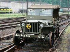 Train jeep Hell yea where can I get the wheels Old Jeep, Jeep Cj, Jeep Truck, Jeep Wrangler, Willys Mb, Military Jeep, Military Vehicles, Jorge Martinez, Trains