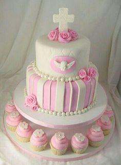 muy exagerada la torta ademas los chicos buscan divertirse y pasarla bien en su comunion no comer torta , torta , torta
