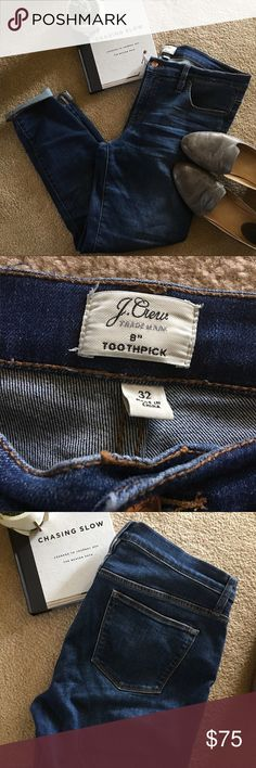 """J. Crew 8"""" Stretch Toothpick in Vista. EUC.   * I do not trade.  * I am unable to model, please do not inquire. * If the item is used, it was always hung to dry. I do this to maintain the integrity of the fabric and silhouette. * All items will be dry cleaned before shipment. J. Crew Jeans Skinny"""