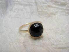 Ring vergoldet Onyx schwarz  von Querbeads Atelier auf DaWanda.com