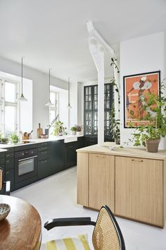 The large kitchen room became the starting point for the color palette throughout the apartment. Best Interior, Interior Design, Kitchen Photos, Kitchen Colors, Design Kitchen, Ikea Kitchen, Open Shelving, Scandinavian Design, Living Spaces