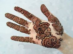Each and every girl desires her hands colored with henna. Check out, some exclusive and stylish mehndi designs that can be applied easily and in no time. Stylish Mehndi Designs, Mehndi Design Pictures, Beautiful Mehndi Design, Latest Mehndi Designs, Mehndi Images, Mehandi Design For Hand, Mehndi Designs For Fingers, Henna Tattoo Designs, Mehndi Style