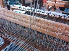 Hanna hurahti: Loimen laitto kangaspuihin Weaving, Wood, Crafts, Home Decor, Manualidades, Decoration Home, Woodwind Instrument, Room Decor, Timber Wood