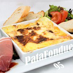 95 - PataFondue Reblochon braisé au four - jambon cru - jambon cuit - pomme de terre - chips de crêpe - cornichons - tomate - salade
