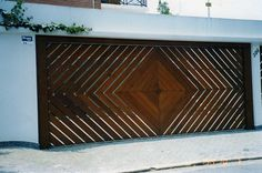 Breaking News: Americans have, like, totally lame garage doors. Brazilians, on the other hand, have awesome ones. Here's your typical American garage door: Bor-ring. Down in Brazil the garage doors have considerably more panache. In São Paulo alone there are a host of companies offering beautiful (and fully automatic) designs,