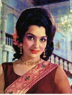 Beautiful Indian Actress, Beautiful Women, Asha Parekh, Bollywood Heroine, Hindi Actress, Vintage Bollywood, Top Celebrities, Indian Movies, Bollywood Stars