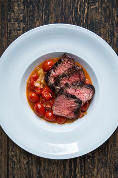 Bavette de boeuf poêlée, sauce aux tomates cerise