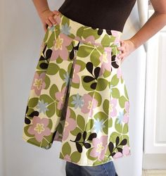 pleated apron (With Built In Hot Pads)