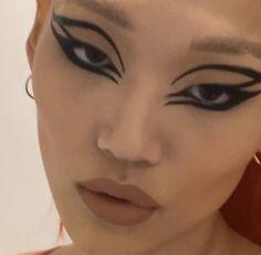 Edgy Makeup, Eye Makeup Art, Makeup Goals, Makeup Inspo, Makeup Inspiration, Beauty Makeup, Hair Makeup, 60s Makeup, Eyeliner Makeup