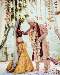One decor trend we predict for 2017 is all white decor ! Love this beautiful mandap ! See our full list ( link in bio ) #decor #lehenga #yellow @theweddingconteurs @asianacouture_delhi #brides #bridal #jaimala #mandap #indianwear #ethnicwear #weddingdecor #weddings #brides #bridal #indianwedding #weddingday