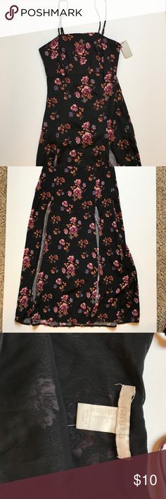 Floral slit dress Never worn Forever 21 Dresses Midi