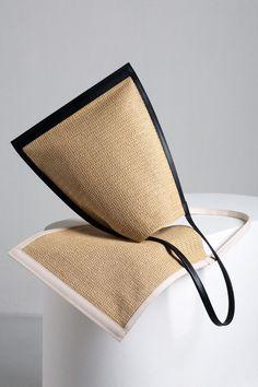 Pin by Roeline Burger on Packaging leather Diy Bags Purses, Fabric Bags, Summer Bags, Shopper Bag, Cloth Bags, Handmade Bags, Beautiful Bags, My Bags, Bag Making