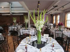 MODERN WEDDING, WHITE FLOWER ARRANGEMENTS - Google Search