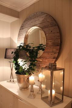 Create a Romantic Atmosphere with the mirror of an old cable drum and a candles . So inviting !