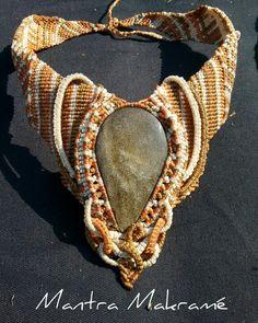 Collar con obsidiana dorada