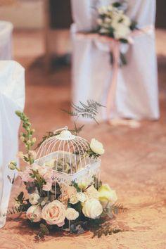 blush flowers in a birdcage http://weddingwonderland.it/2015/05/matrimonio-rocknroll-pastello.html