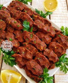 çiğ köfte tarifi raw meatball recipe Boiled Chan Recipe I lost 12 pounds in 9 days! Fun Easy Recipes, Easy Meals, Turkish Recipes, Ethnic Recipes, Dumpling Recipe, Meatball Recipes, Tandoori Chicken, Bon Appetit, Food And Drink