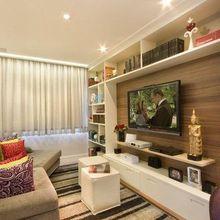 Sala de estar com televisão embutida na parede