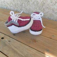 Baskets bébé DIY No slip knot to start off! Crochet Baby Shoes, Crochet For Boys, Crochet Baby Booties, Crochet Slippers, Love Crochet, Knit Crochet, Häkelanleitung Baby, Baby Kind, Lidia Crochet Tricot