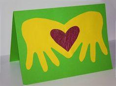 ОТКРЫТКА НА 8 МАРТА СВОИМИ РУКАМИ.Оригинальную открытку любимой маме или бабушке на 8 марта сможет сделать любой ребенок из силуэта собственной ладошки. Подробный мастер класс как сделать такую открытку на 8 марта своими руками смотрите на фото. / Новые дети