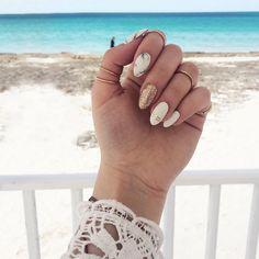 """Polubienia: 719, komentarze: 21 – Karolina Pakuła • Fiorka (@thefiorka) na Instagramie: """"Moje najpiękniejsze wakacyjne pazurki 💕 Dziękuję @olka_fasollka 💕"""""""