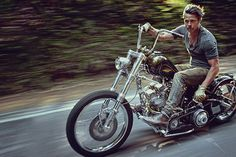 brad-pitt-motorcycle-riding