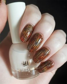 Fall Leaf Nail Art Designs - Fall leaves on nails right now are super-trendy. We searching for 150 best examples. Be ready to get inspiration! Matte Nails, Glitter Nails, Acrylic Nails, Long Gel Nails, Short Nails, Nail Effects, Essence Cosmetics, Autumn Nails, Beautiful Nail Designs