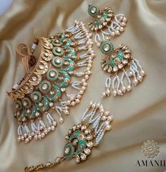 In addition to looking amazing, wearing a pearl pendant on your wedding has actually historically been called an all the best charm, assuring to bring the marriage years of joy. Indian Wedding Jewelry, Indian Jewelry, Bridal Jewelry, Beaded Jewelry, Stylish Jewelry, Fashion Jewelry, Fancy Jewellery, Antique Jewellery, Jewelry Design Earrings