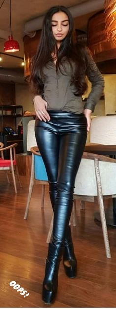 Leather Pants Outfit, Tight Leather Pants, Mariska Veres, Leder Outfits, Model Body, Horse Riding, Leggings Fashion, Red Leather, Street Style