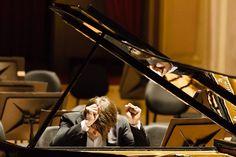 David Fray ao piano no Theatro Municipal. Foto: Cicero Rodrigues.