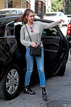Bella Hadid in Levi's on www.denimblog.com