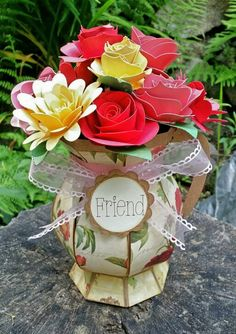 Flower pen and vase using Home for the Holidays svgcuts and Cricut Explore.  #svgcuts #Cricut