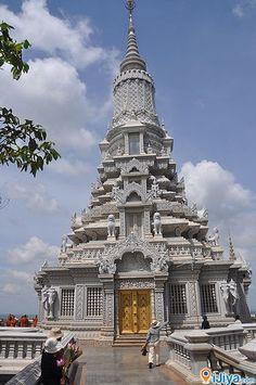 Oudong Temple, Cambodia  @ http://ijiya.com/8236410