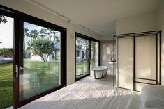 Le più belle masserie in Puglia per le tue vacanze a sud Luxury Estate, Villa, Bathtub, Windows, Architecture, Room, Home Decor, Houses, Standing Bath
