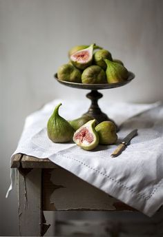 higos blancos // white figs ~~ For more: - ✯ http://www.pinterest.com/PinFantasy/flora-~-frutas-y-hortalizas-fruits-and-vegetables/