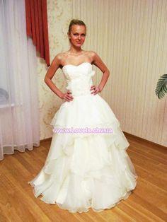Свадебное платье пышное с ручной отделкой. Модель - 12144.
