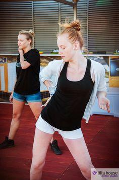 Wystartowała letnia strefa rozwywki na dachu Galerii Łódzkiej. Central Park w samym sercu Łodzi :) Z widokiem na Manhattan. Strefa relaksu, fitness, taniec, skatepark i wiele innych atrakcji :) A dla dzieciaków plac zabaw :) Zajęcia taneczne z Agatą Gostyńską ze studia tańca Lilla House #centralpark #summer #lodz #eventy #newyork #manhattan #wallfame #fitness #dance #skatepark #board #sun #colour #relax #chillout #music