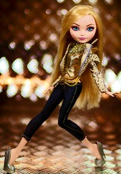 Apple White Princess of Pop (Bratz outfit, but not shoes).Hehe...