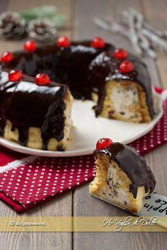 Ciambella con pandoro, ricotta e cioccolato come farcire, usare il pandoro per le feste di Natale. Una ciambella farcita con crema alla ricotta e cioccolato