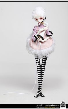 """I think I found my grail doll - Doll Chateau """"Queena"""". Buy at Denver Doll Emporium ($349). I can make the wig."""